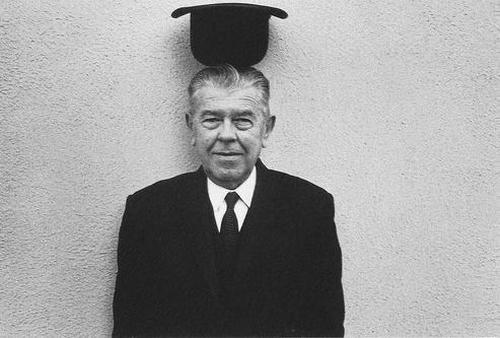 #21novembre 1898 Naissance de #RenéMagritte, peintre surréaliste belge (décédé le #15août 1967). <br>http://pic.twitter.com/dCnVf10r2Q