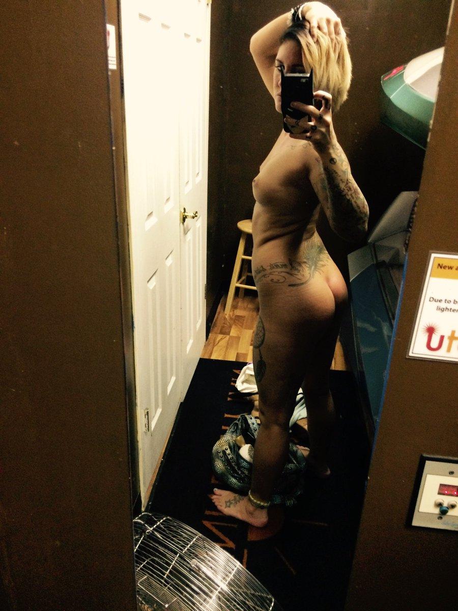 Nude Selfie 9499