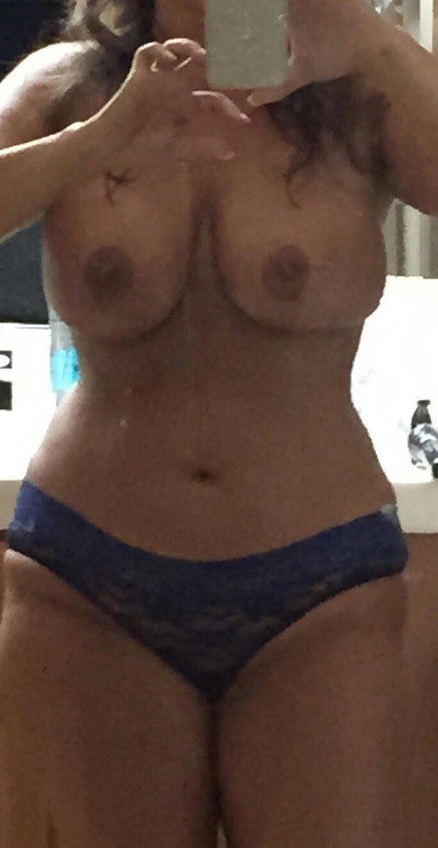 Nude Selfie 9500