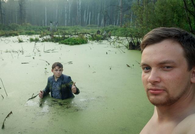 них требуют парень сфотографировался в болоте тюрьмы, как