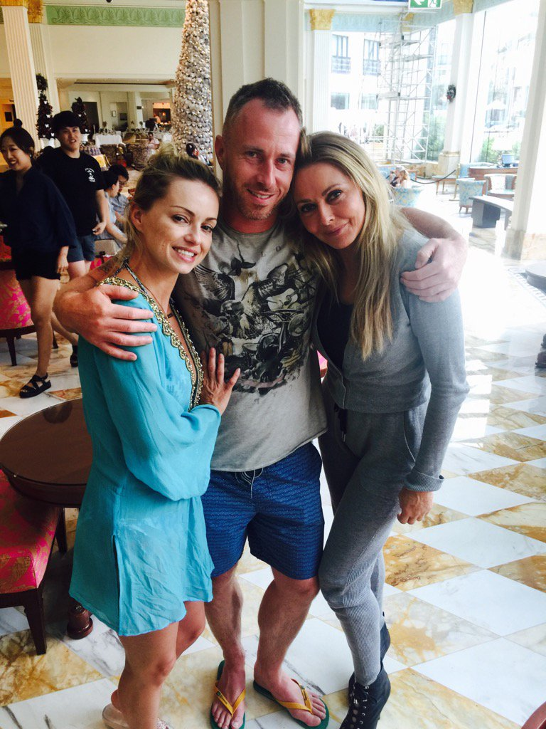 Saying goodbye (for now) to my lovely buddies @The_OlaJordan and her naughty husband @The_JamesJordan x https://t.co/MyZNsCfXcW
