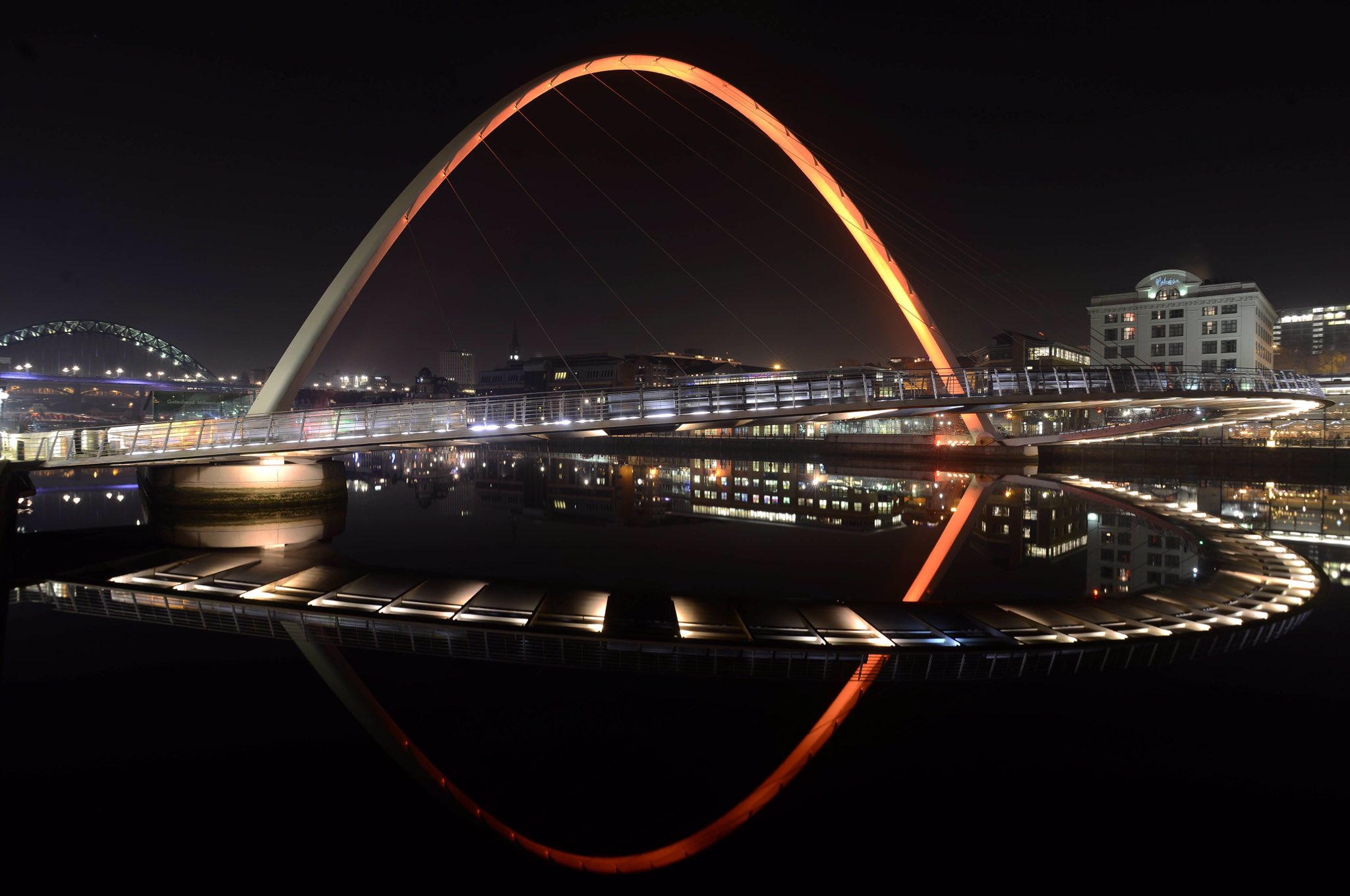 Last night the @RCObsGyn turned Gateshead Millennium Bridge orange for #16Days #orangetheworld. Tweet us your pictures! @SayNO_UNiTE https://t.co/QJnKz2TisF