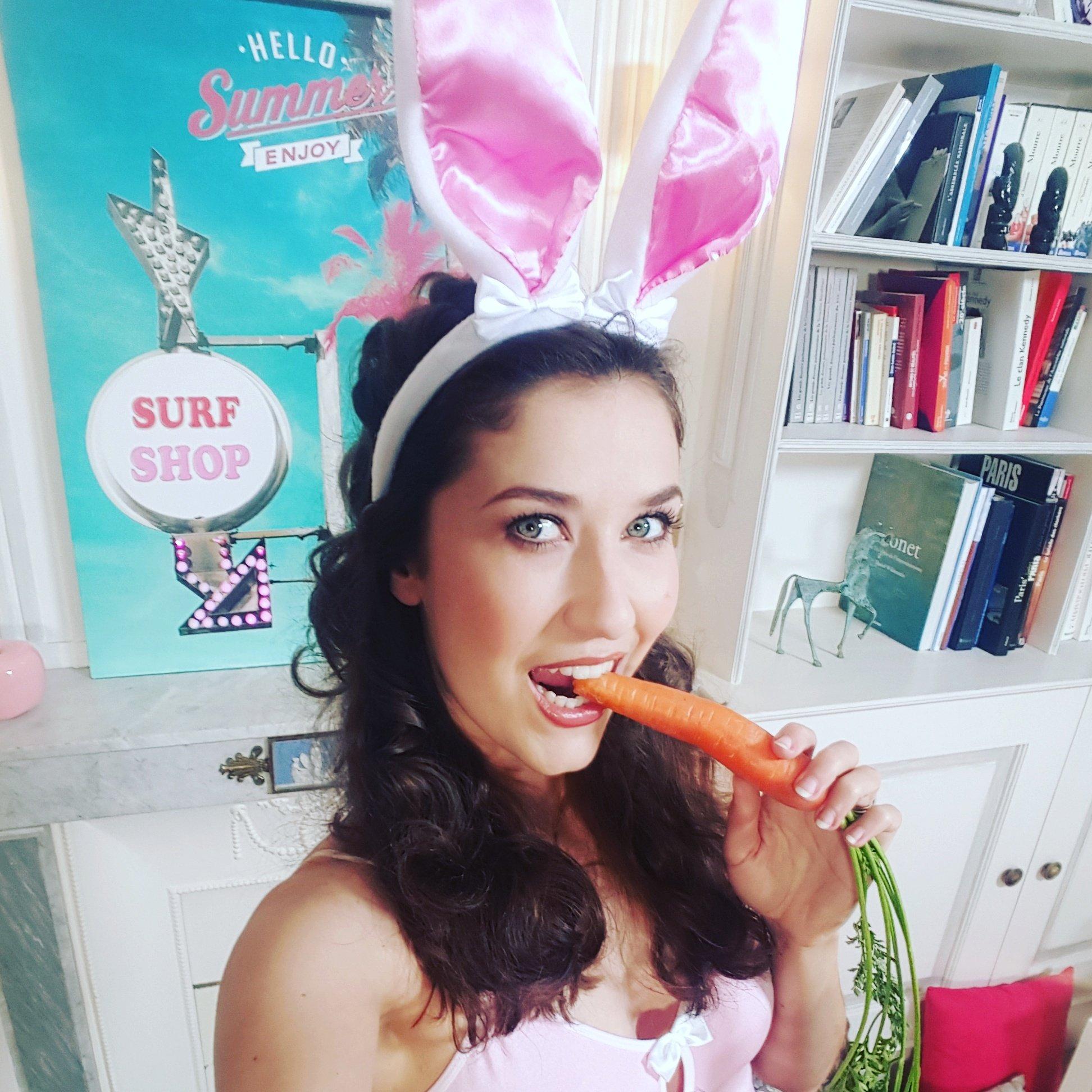 "Nephael Nephael: Nephael On Twitter: ""Euuuh Quoi De Neuf Docteur ? 😄 #bunny"