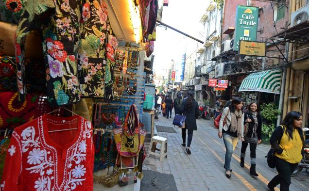 What makes #KhanMarket in #Delhi India's most expensive retail location? https://t.co/wIoalWCwrG  @veenusandhu