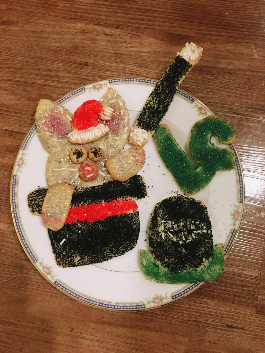 I made some magical Christmas Cookies. #ripvine https://t.co/9KVFtpt26...