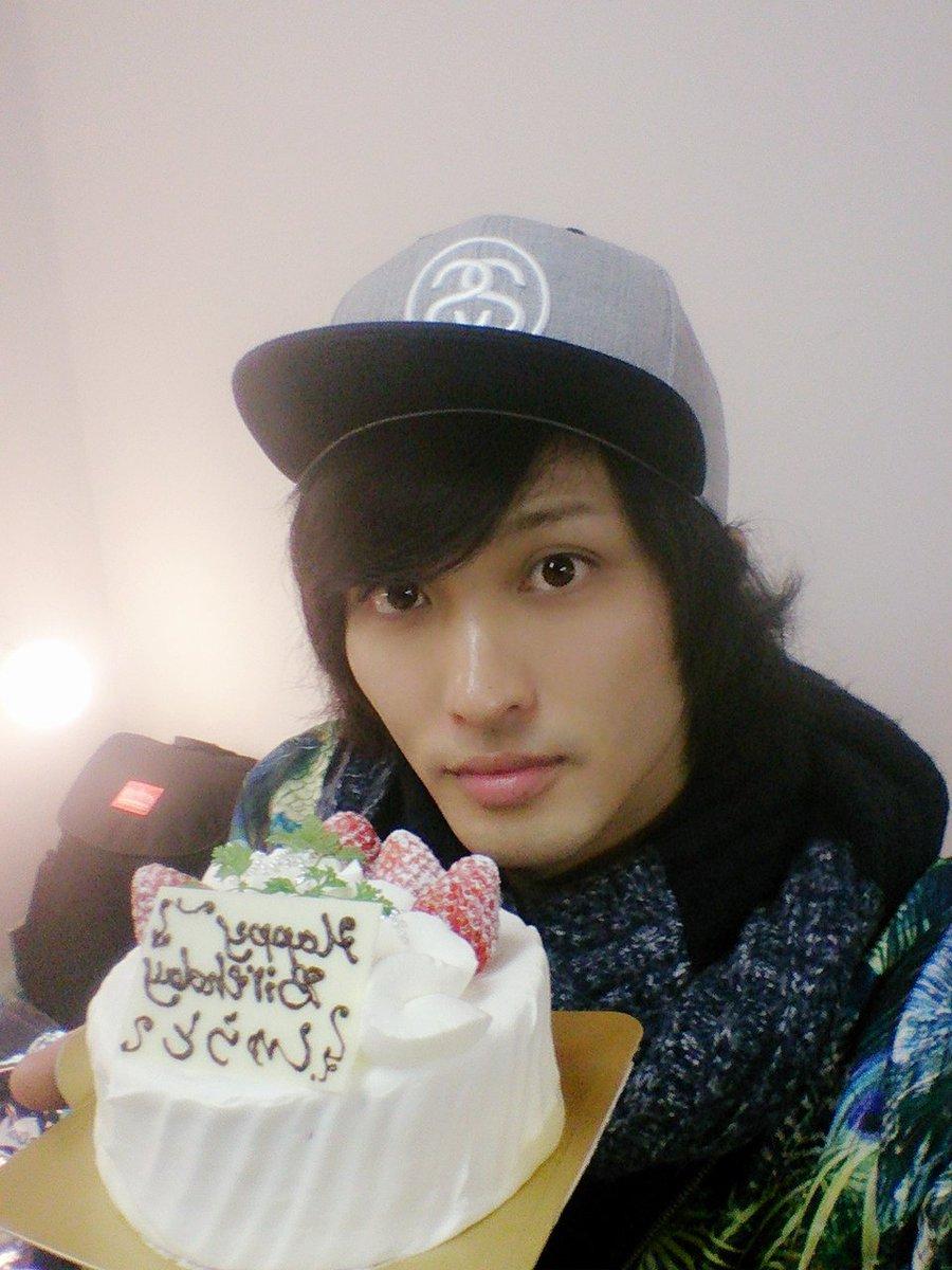 ルナライ終わった楽屋で12月誕生日のメンバーをみんながお祝いしてくれた~!(*^^*)