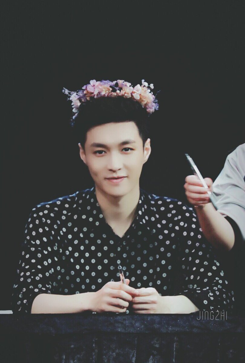 Yixing pics on twitter hes wearing a flower crown hes wearing a flower crownpicitteratsck7li84 izmirmasajfo