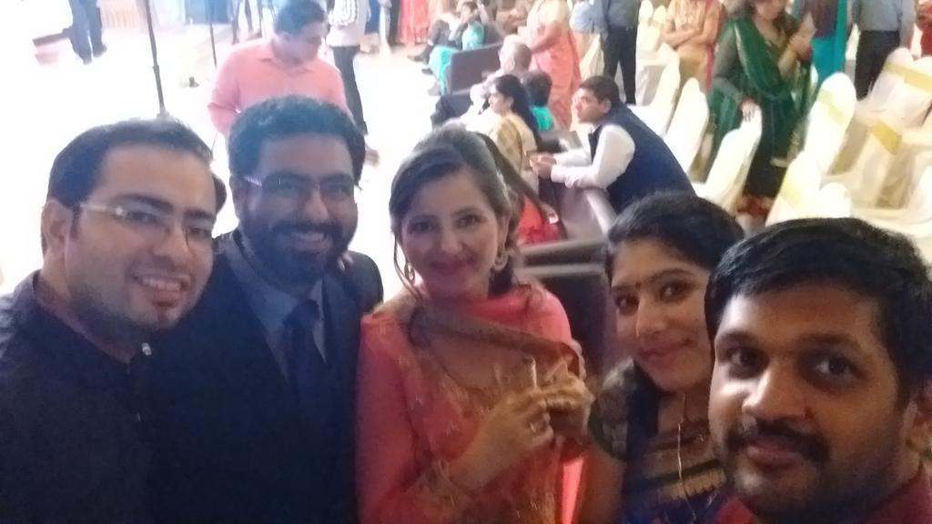 In attendance @dhanyavallat @mokshjuneja @Curumsey @sociallyfoodie @dakshjuneja 's reception. #DDkiShaadi https://t.co/OUa1YswHoX