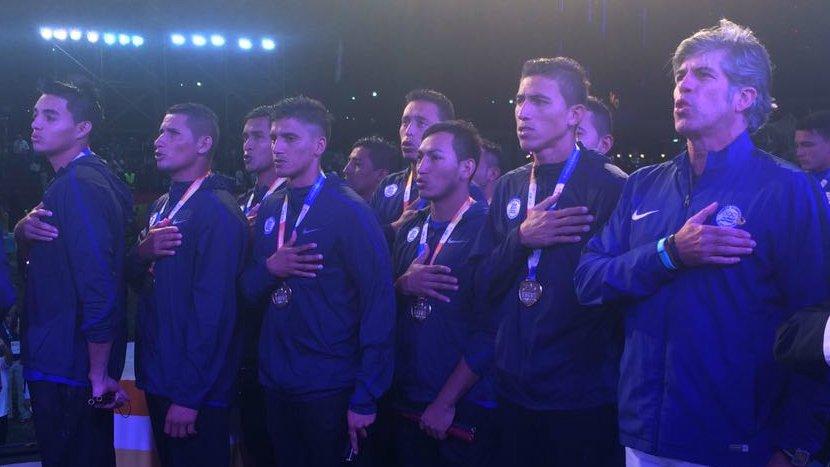 III Juegos Bolivarianos de Playa en Iquique Chile: El Salvador 5 Paraguay 3. CAMPEONES.  Medalla de Oro. Cy2SHyuXgAAfuvJ