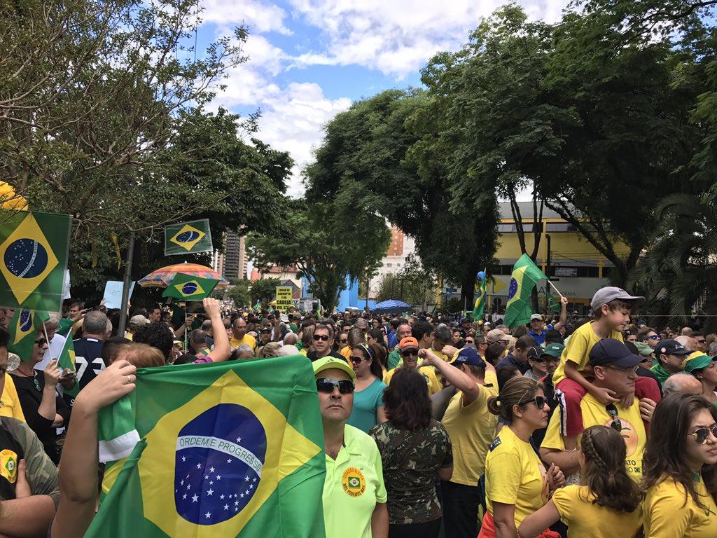 Curitiba na Rua! Lindo de se ver! #VemPraRua #antagonistanasruas https://t.co/tohD200DXm
