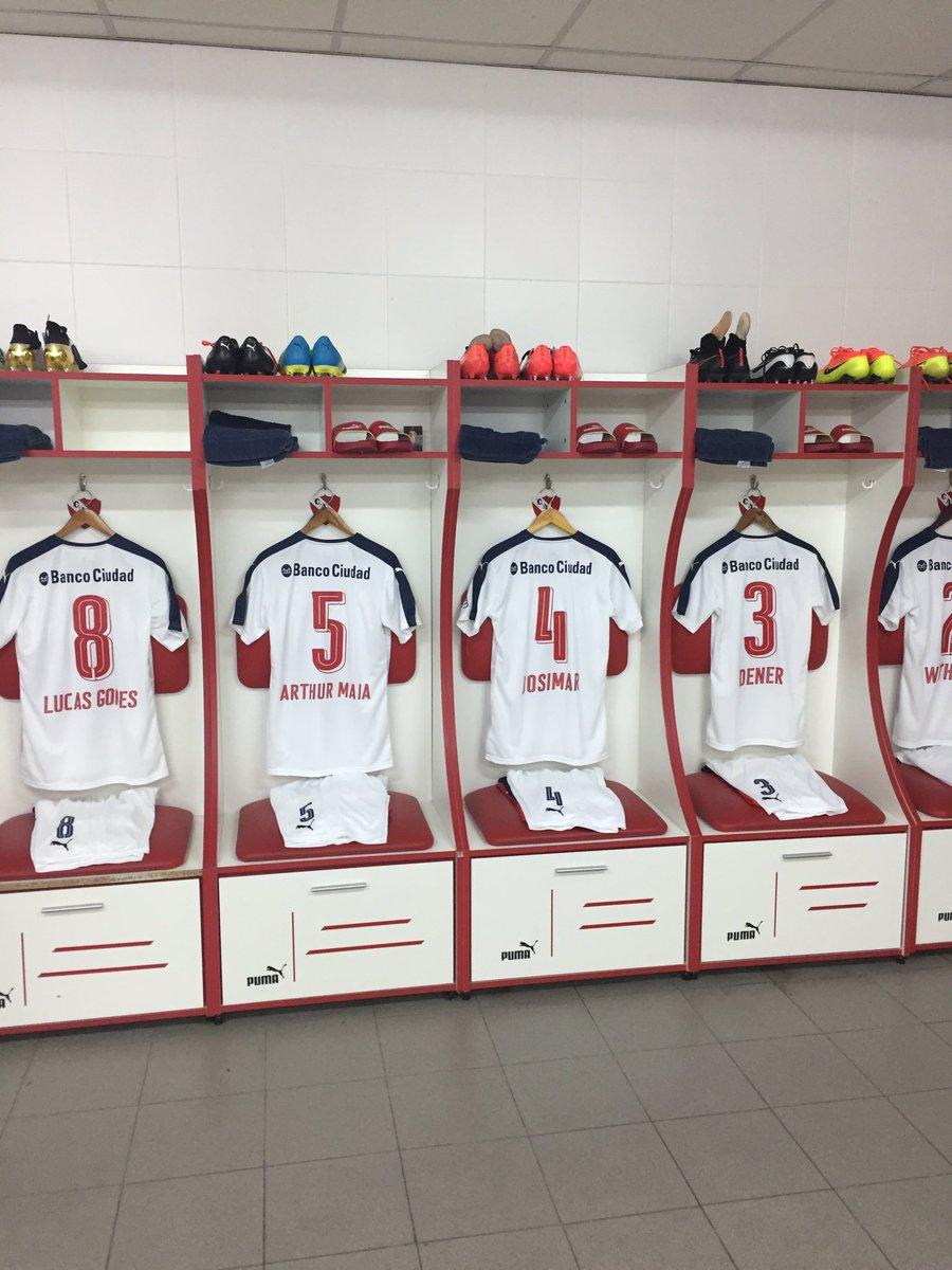 #Independiente llevará en su camiseta los nombres de los jugadores de #Chapecoense. #Fuerzachape https://t.co/EqQO0jj4b2