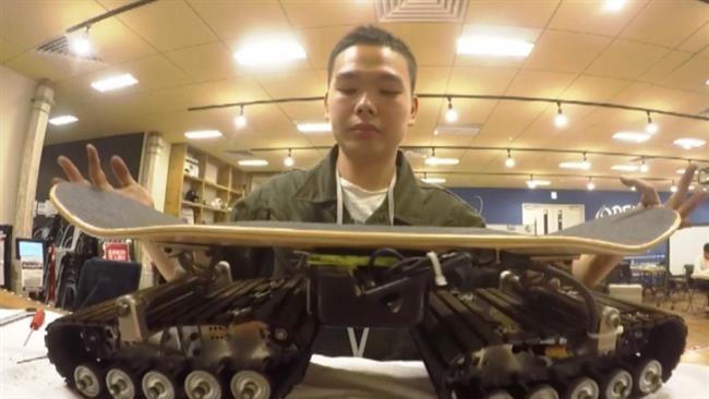 Skateboard elettrico Fuoristrada, l'assurda invenzione giapponese - VIDEO