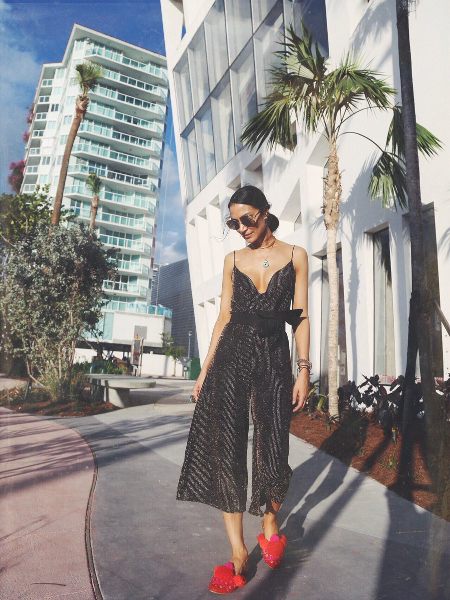 Most elegant chica in #Miami @lopezjennylopez https://t.co/NWQ1QohqMc #ABMB 🇺🇸