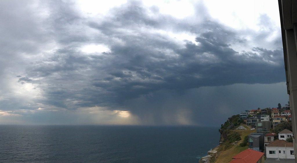 #sydneystorm https://t.co/HeZkNrGBgi