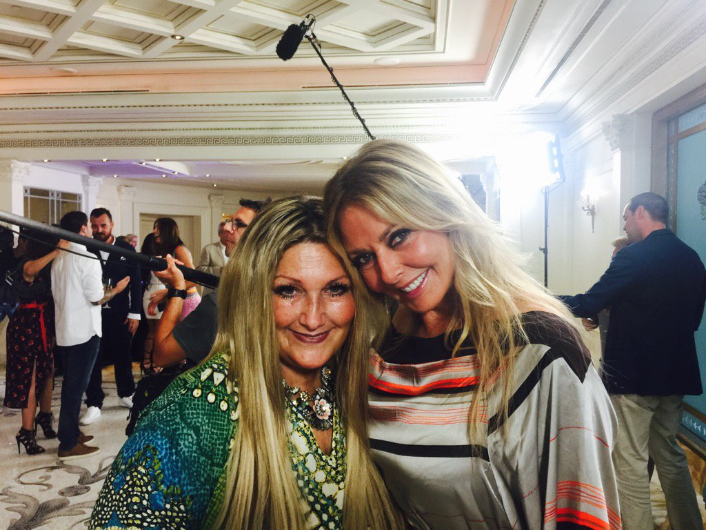 My bestie @MrsAmandaProwse and me xx https://t.co/tfiAAoK1zD
