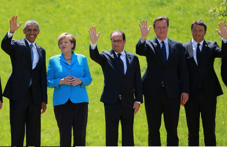 """Merkel: """"Hands up if you're looking forward to your retirement"""" https://t.co/J920LO5USq"""