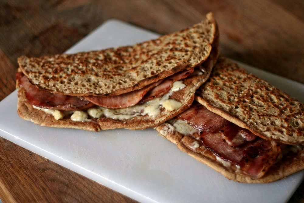 #TodayInMyKitchen Staffordshire Oatcakes: crispy outsides, fluffy insides.  Or, as here, cheesey/bacon insides. #Nom https://t.co/xuO95Nluwy