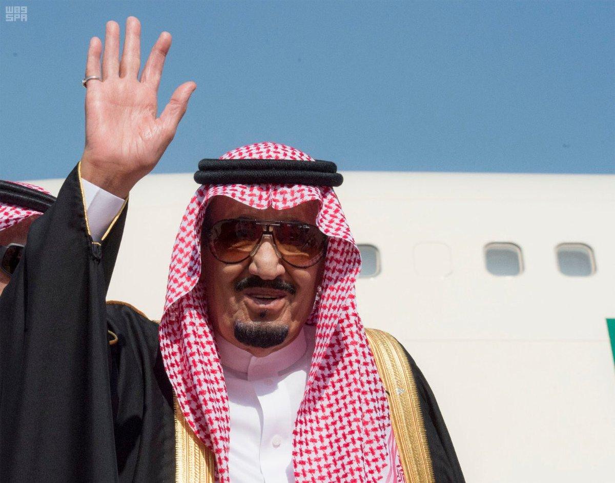 #خادم_الحرمين_الشريفين أثناء مغادرته دولة #الامارات .