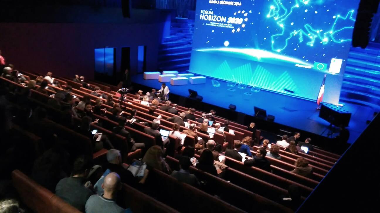 Le #ForumH2020 va débuter ! Près de 300 participants attendus pour débattre sur la participation française à #H2020 https://t.co/g1bPJtTBvM