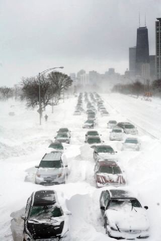For anyone that's complaining about the snow in Chicago, just remember that it could always be worse. #Chicago2011 https://t.co/ST6qz1F48X