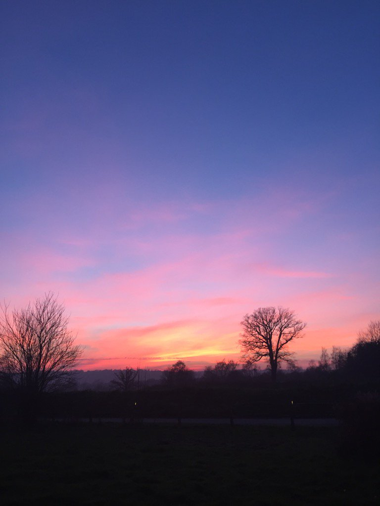Red sky at night shepherds delight .... & ours too! #sunset #loseley