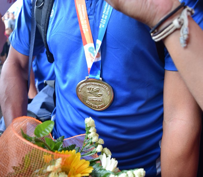 III Juegos Bolivarianos de Playa en Iquique Chile: El Salvador 5 Paraguay 3. CAMPEONES.  Medalla de Oro. Cy8bp4TWEAE4crZ