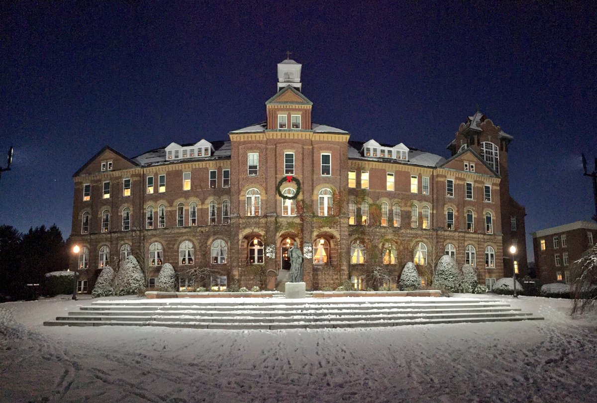 A fresh blanket of snow looks good on you, Alumni Hall! https://t.co/Hpd3u2pO9m
