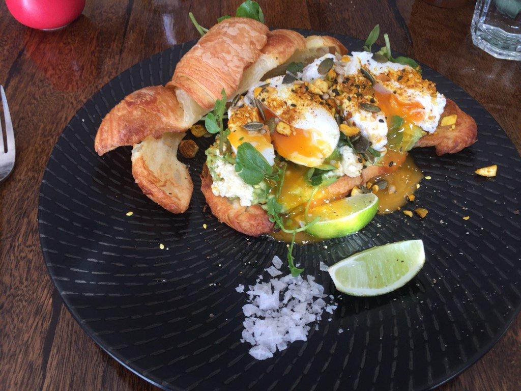 Crushed Avo for breakfast....mmmmmm x https://t.co/3IaVXHuMd0