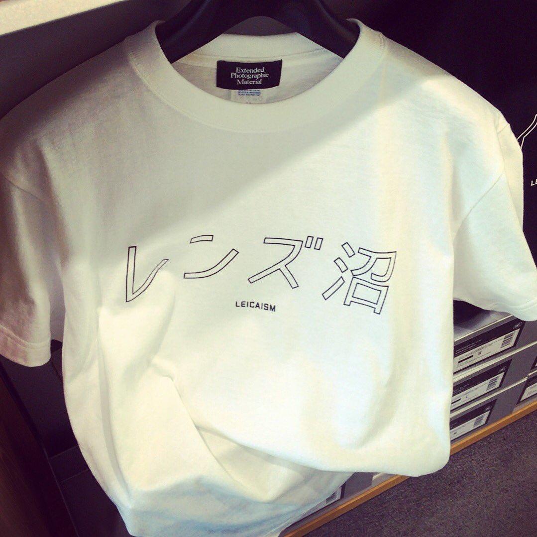 カメラ屋でこんなTシャツを見つけた。欲しかったけど、着たら負けだと思う自分がいる。 https://t.co/hECksE5xLN