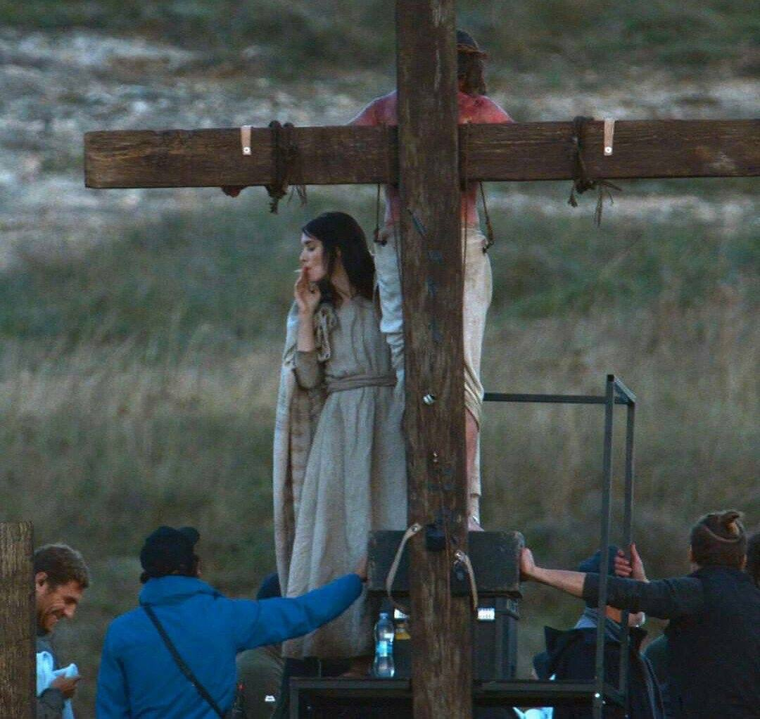 Rooney Mara on set between takes of MARY MAGDALENE. I'm religious now. https://t.co/wjppYMCQHZ