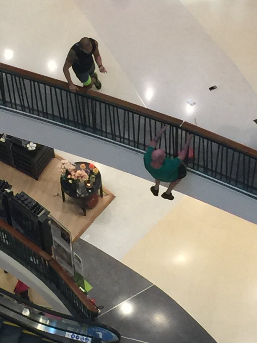 @StickboyBangkok Noon, Central Festival mall in Pattaya. Just watched man try to kill himself but was talked down. https://t.co/lHWALcPCit