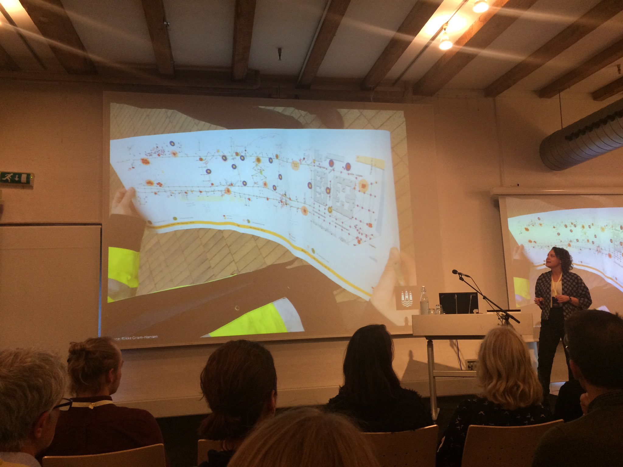 . @RikGra shares experiences from #cphstreetlab at the Designing for Smart Citizens conference @DACdotDK @designcentret @AlexandraInst https://t.co/nyBfRUt0GR