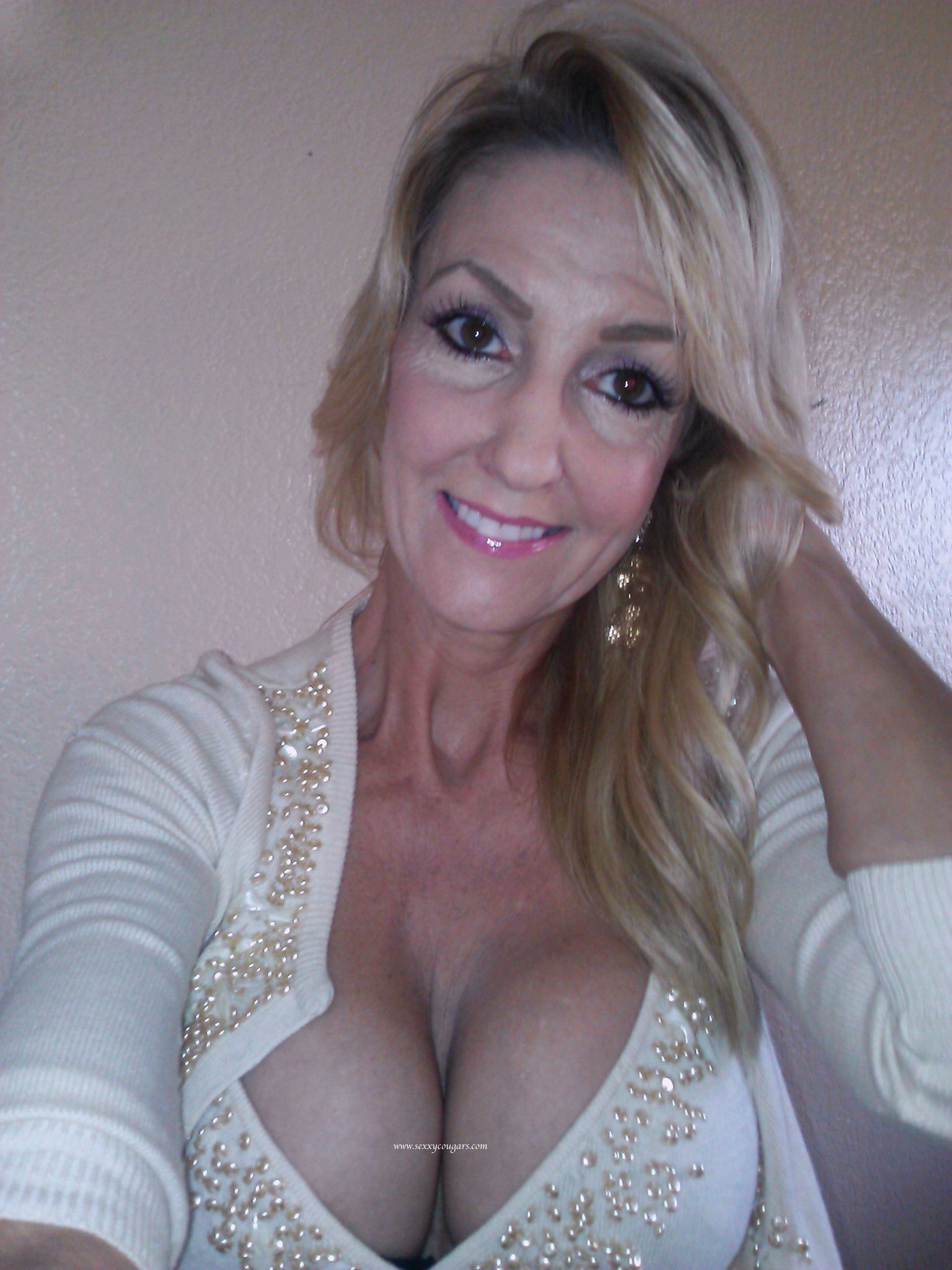 petite-milf-takes-big-one