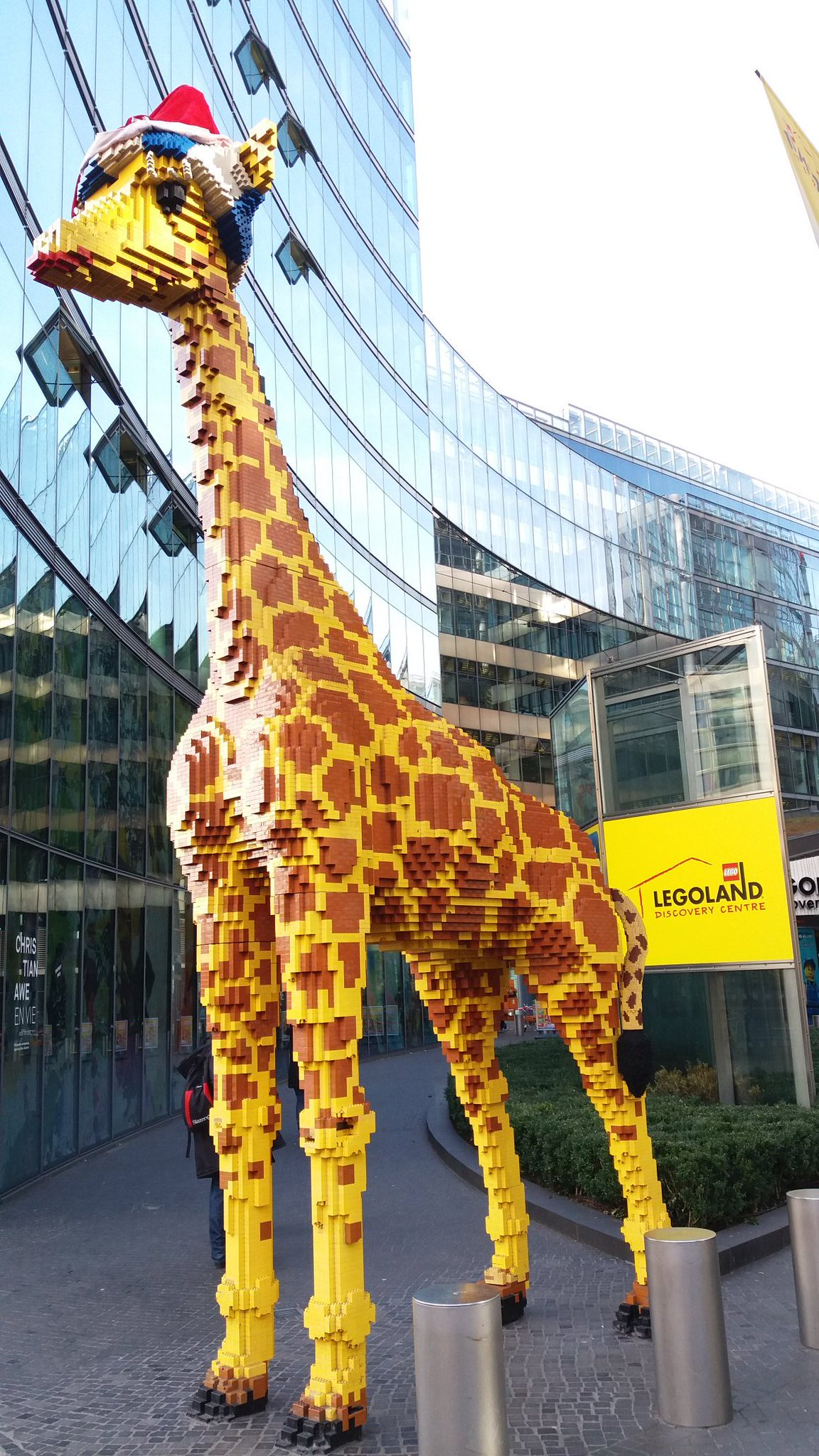 Look out for our tall and handsome volunteer guiding you to the #tsjfair #Berlin https://t.co/5GmyDxgZRf