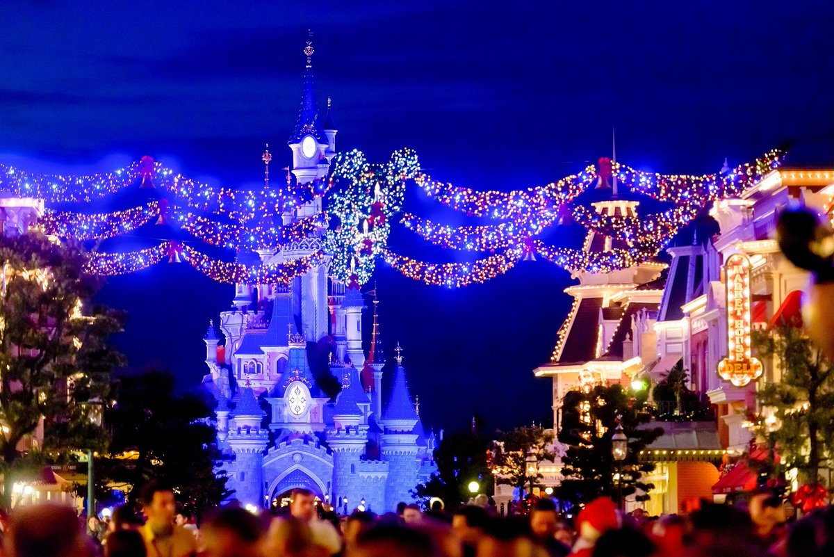 "Disneyland Paris EN on Twitter: ""Let the magic of Christmas light up your life 🎄❤ #DisneyXmas… """