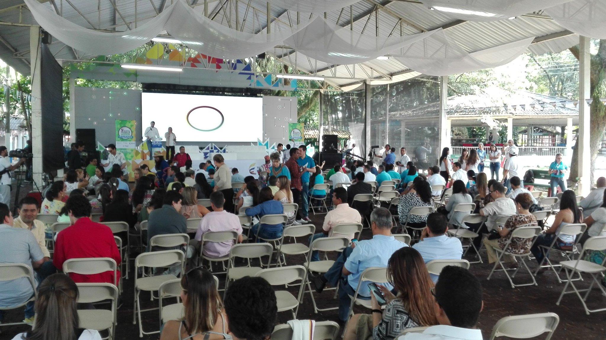 A minutos de dar inicio al 5° Encuentro Nacional de Comunidades Digitales en Tulua. Conversaremos con #CD2016 https://t.co/dk0ok9G8kd