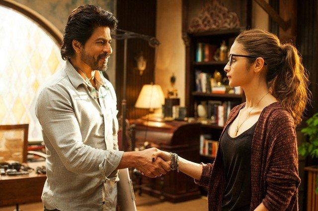Film review: Shah Rukh Khan showcases brilliance in #DearZindagi: https://t.co/VRObnndfYV https://t.co/yVKqDggATV
