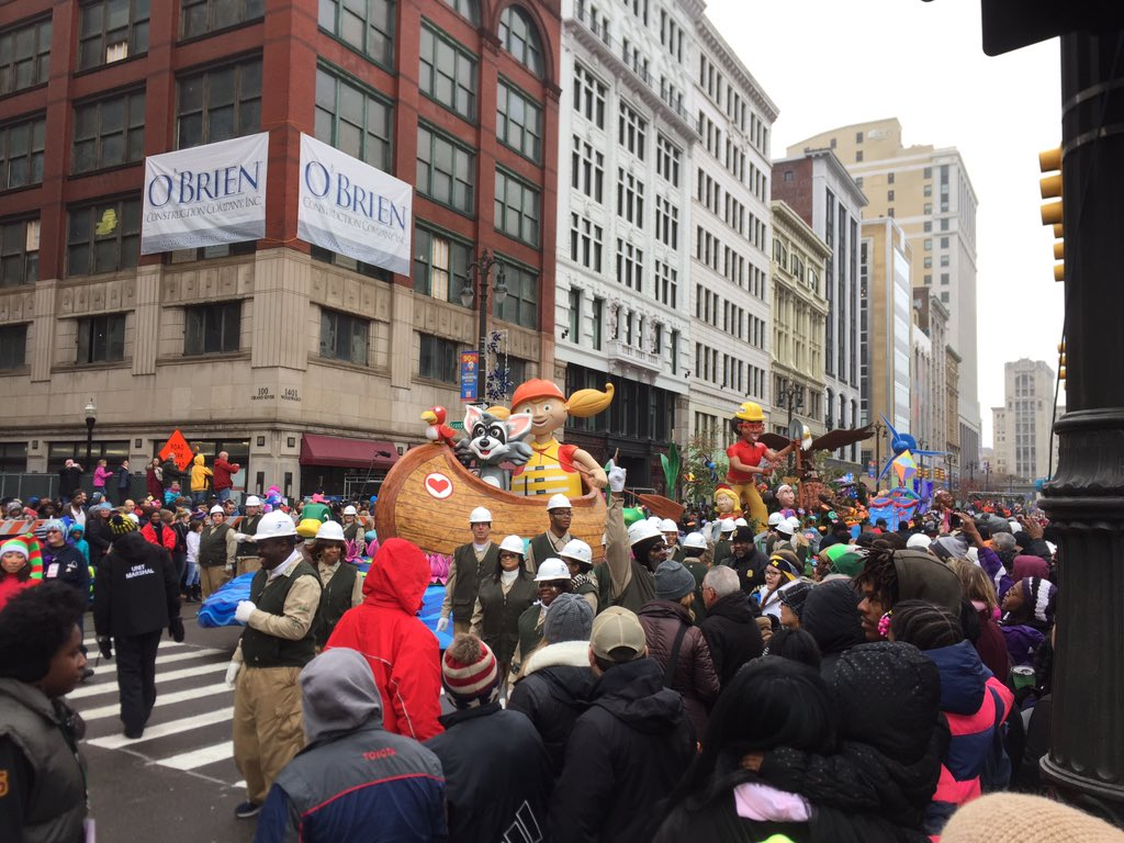 Happy Thanksgiving! #detroitparade #detroitparade90 https://t.co/hWWWODRZ2k