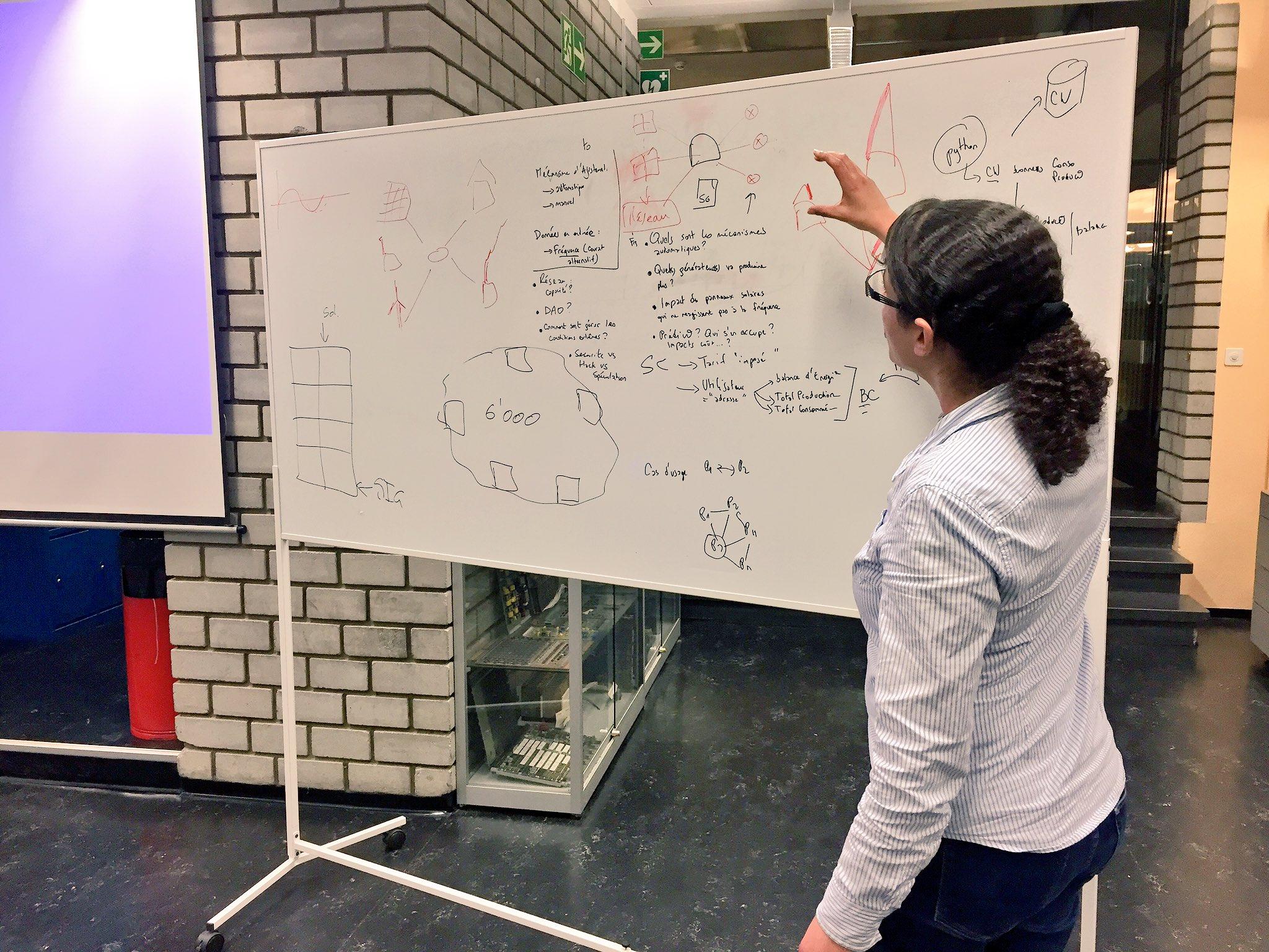 """[Pic] #UrbanEntrepreneurs Le groupe """"technique"""" s'est intéressé aux problématiques de gestion / stabilité du réseau (électrique). https://t.co/a2WPGsPS8w"""