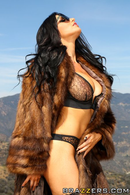 Today we give thanks for @Romi_Rain a beautiful ray of sunshine in the #BrazzersUniverse #ZZThanksgiving