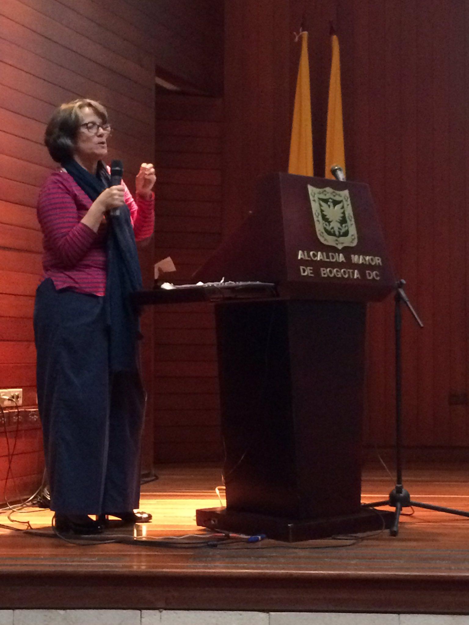 Natalia Maria Antonia del Archivo Municipal de Lisboa, habla sobre los #RetosDeLosArchivosMunicipales y los cuadros de clasificación https://t.co/A4uSvxcWyV