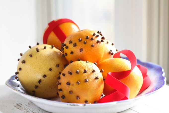 Easy-to-Make Orange & Clove Pomander Balls for Christmas
