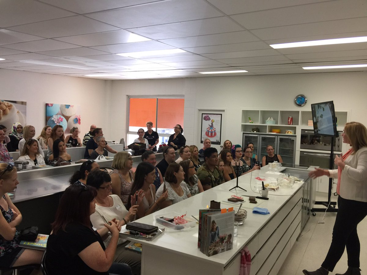 Another great event and awesome group of people to share a demo with! Here at BakeBoss on the Gold Coast #sweetcelebrationscookbook tour<br>http://pic.twitter.com/FzogtNbDfS