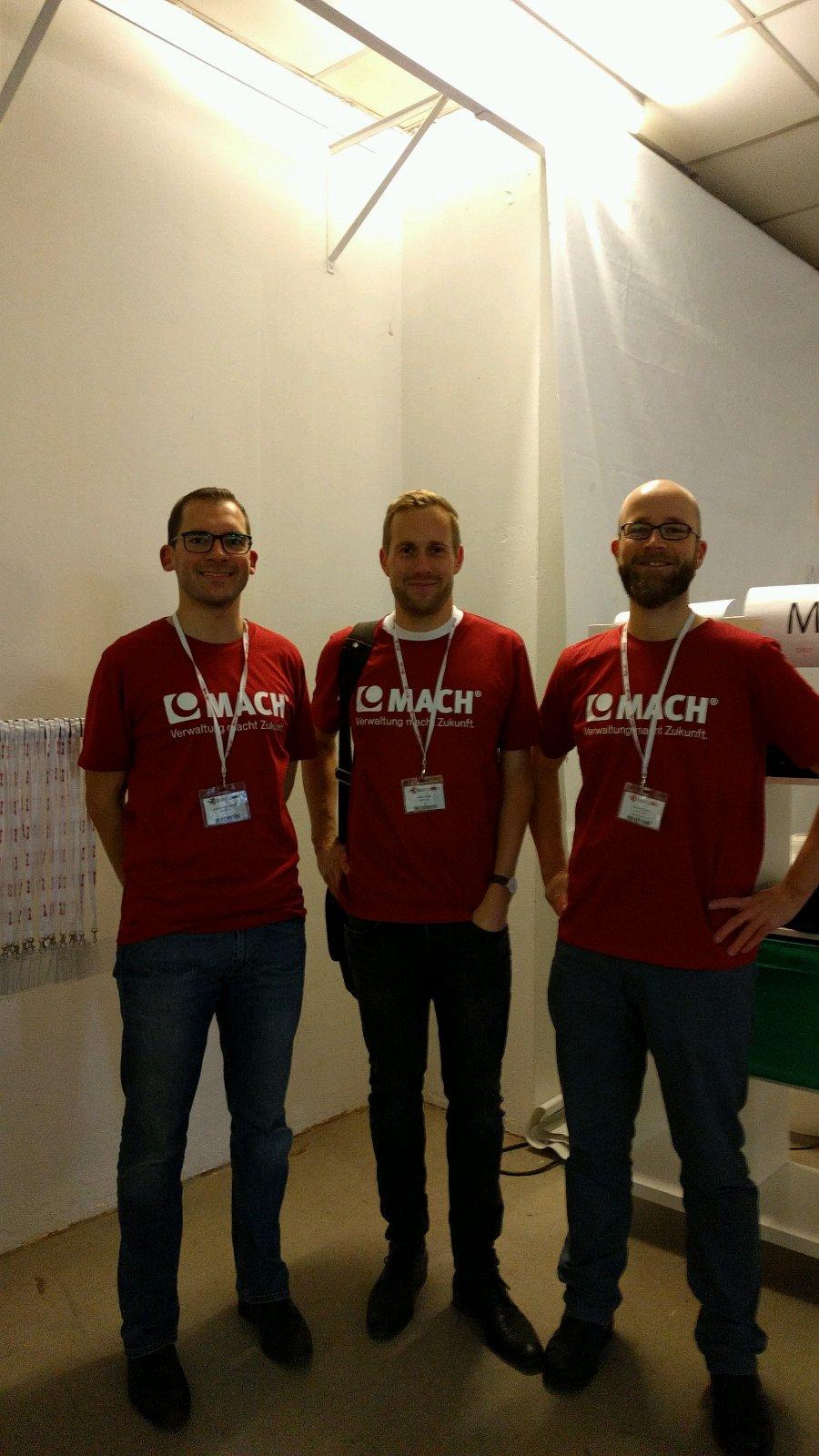 Die Jungs von der @MACH_AG sind da, einer unserer Gold Sponsoren und bestimmt machen die ne Session #bchl16 https://t.co/9XCOoJdQ63