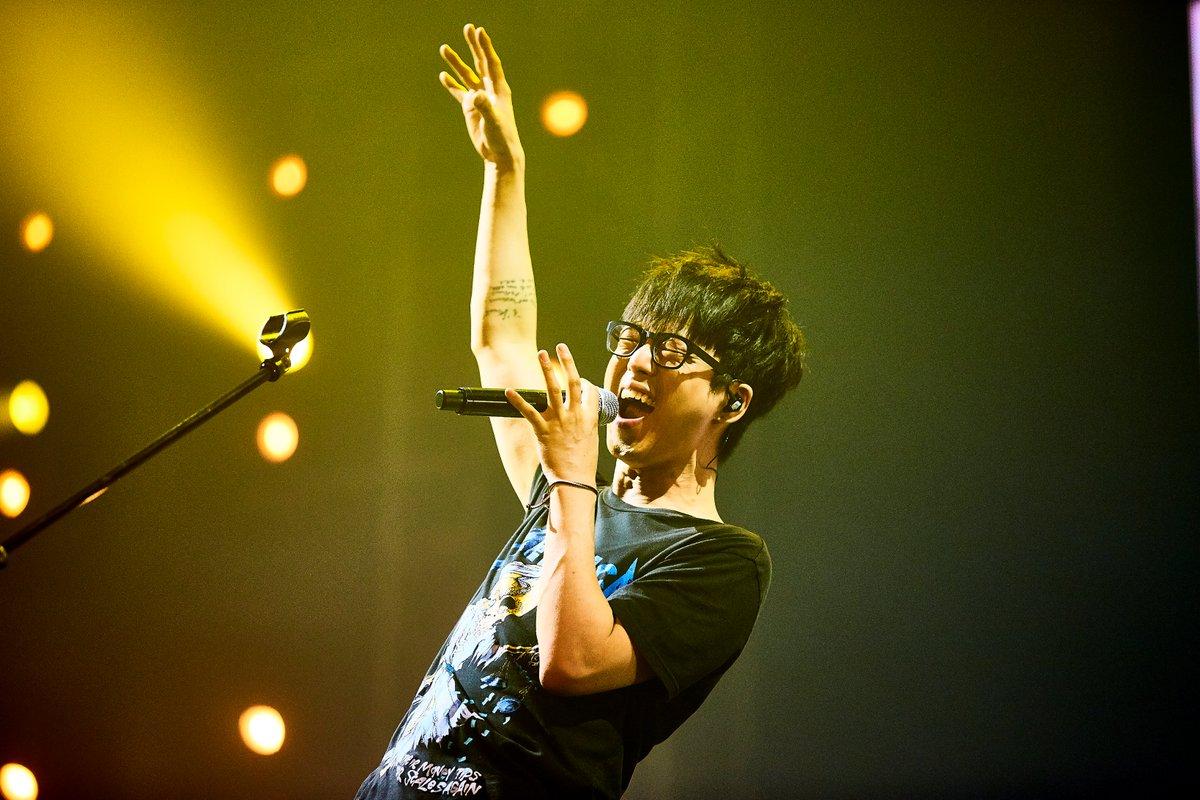 오늘은 국카스텐의 리더 하현우의 생일입니다 항상 지금처럼 멋진 음악과 멋진 노래 들려줄 하현우에게 많은 축하와 사랑을 부탁드립니다! https://t.co/YFc5DkmxRg
