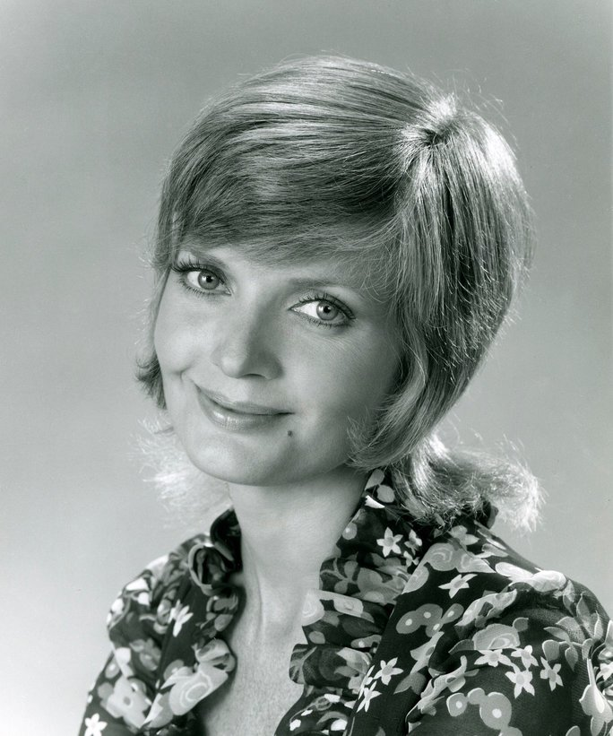 RIP Florence Henderson.  Mrs. Brady, you were there for so many of us after school and we appreciate that. https://t.co/KyO352aFTr