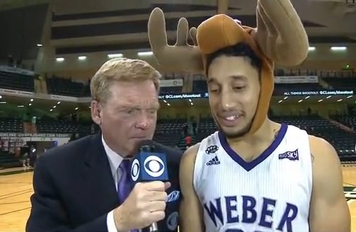 Jeremy Senglin gets the player of the game award -- The Mighty Moose Award. IT'S A HAT. https://t.co/DwriUpZlhM