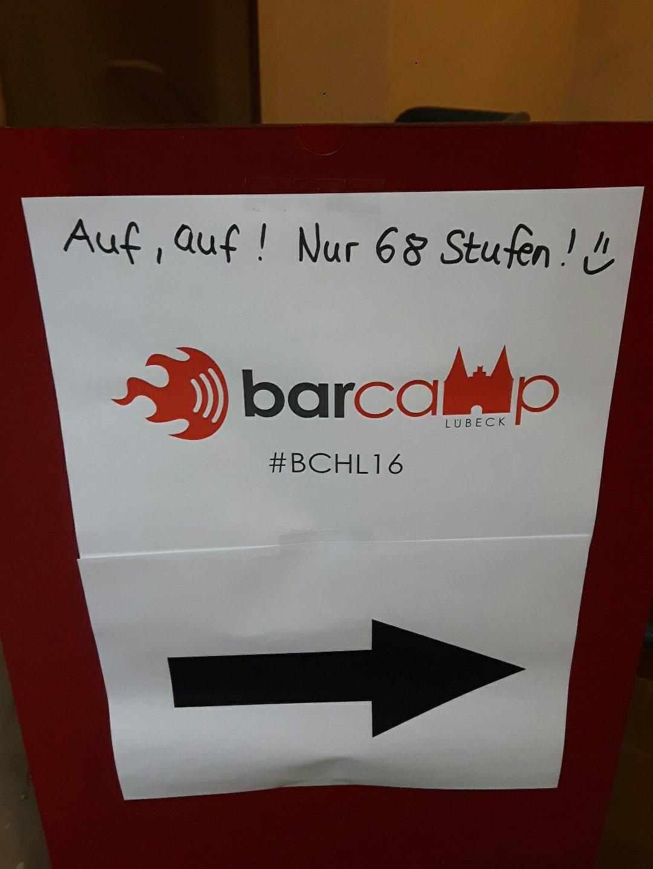 Das letzte #barcamp des Jahres: @BarcampLuebeck. Dann erklimmen wir mal die Stufen. #bchl16 https://t.co/zIyDO8gxNR