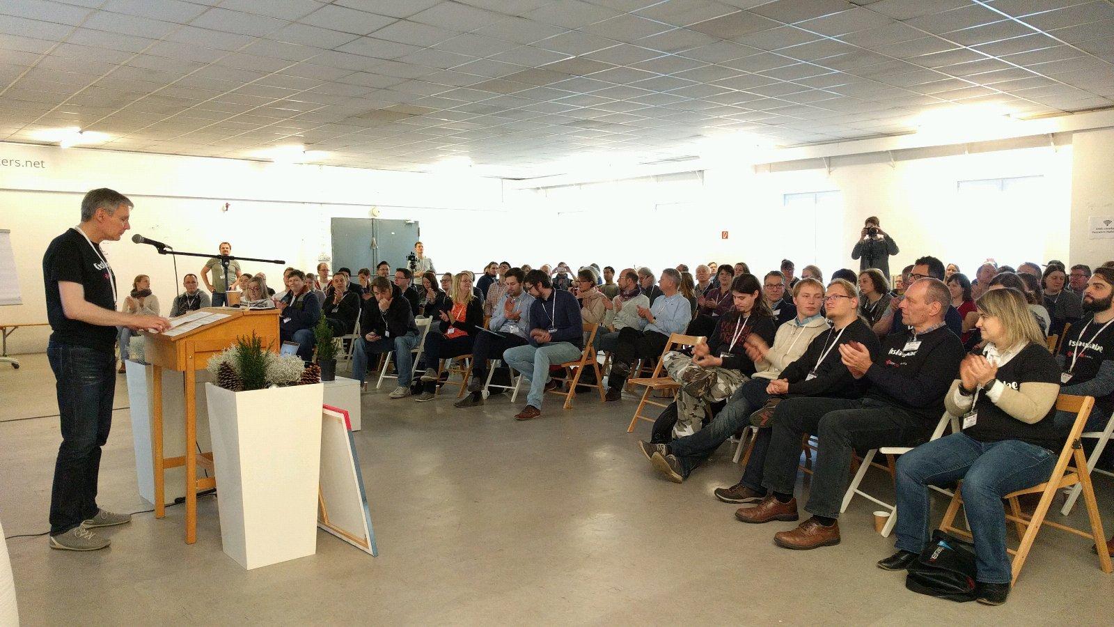 Wir schreiben Geschichte, das erste #Barcamp Lübeck startet jetzt #bchl16 https://t.co/Sw7SpilKnR