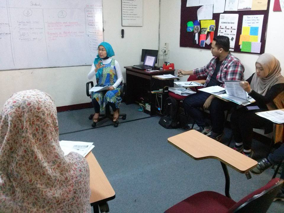 Today is the last day of General Introduction to Teaching English (GITE) at TBI Dago. All participants are receiving feedback . #tbinfo
